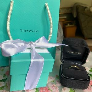 💯Auth Tiffany & Co 18k Classic Wedding Ring